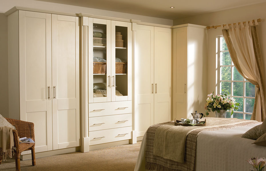 fitted bedroom wardrobes milton keynes first class fitting. Black Bedroom Furniture Sets. Home Design Ideas